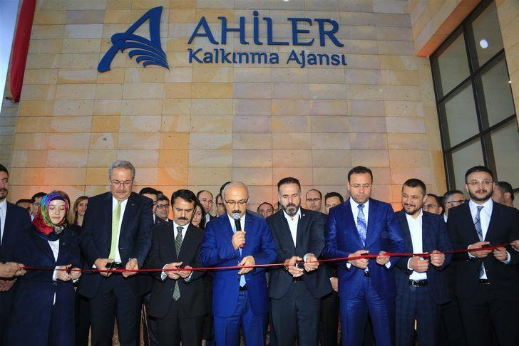 Bakanı Elvan'dan yapımı devam eden Nevşehir Külliyesi'nde inceleme