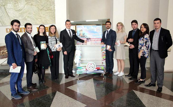 Bursa'da genç avukatlardan kitap kampanyası