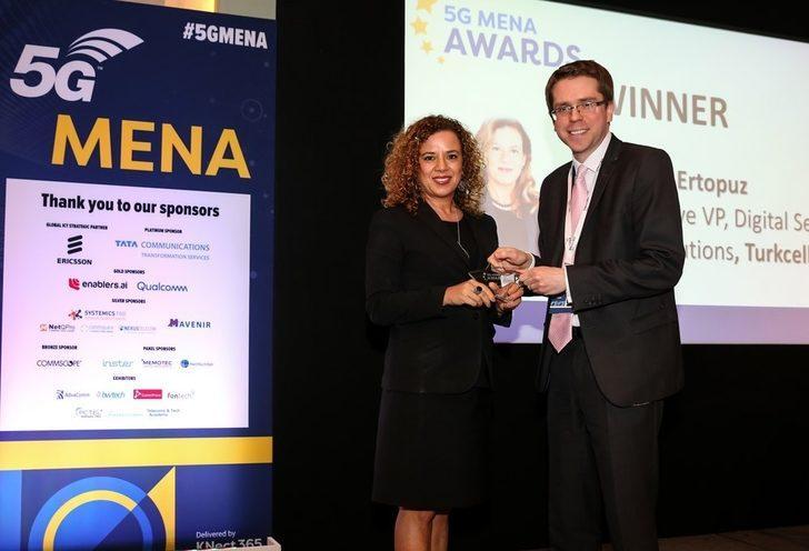 Ayşem Ertopuz'a 'Yılın Genel Müdür Yardımcısı' ödülü