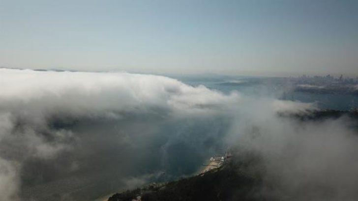 İstanbul'da sis gemi trafiğini durdurdu