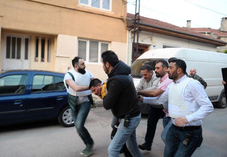Bursa'da rehine dehşeti! Kayınvalidesi ve kayınpederini yaralayarak evi ateşe verdi