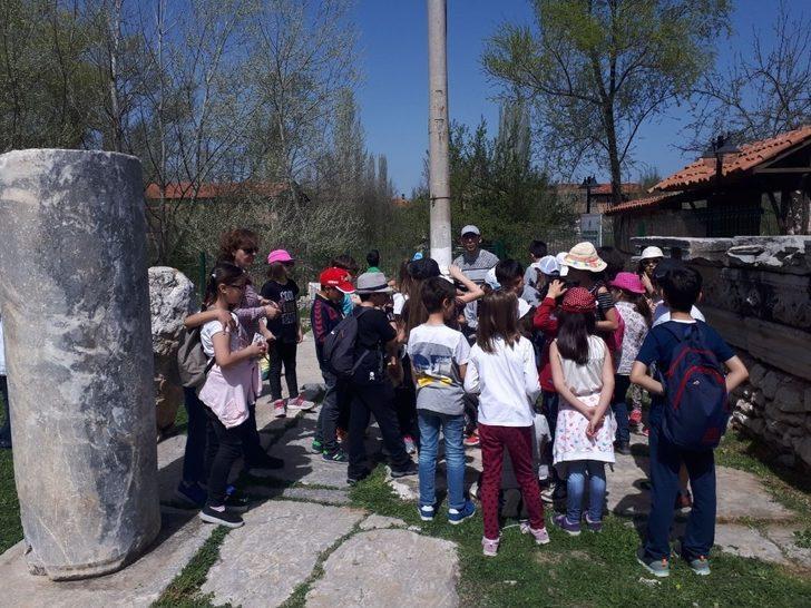 Çavdarhisar Aizonai Antik Kenti'ne ilgi her geçen gün artıyor