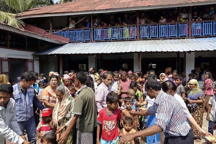 Bangladeş'ten Myanmar'a Müslüman mülteci dönüşü başladı