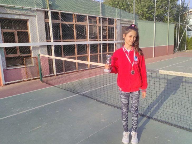 Küçük tenisçiden büyük başarı