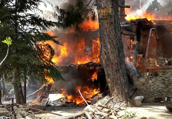 Havran'da dağ evi cayır cayır yandı