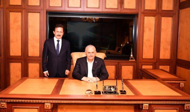Başbakan Yıldırım, Tuzla Belediyesi'ni ziyaret etti