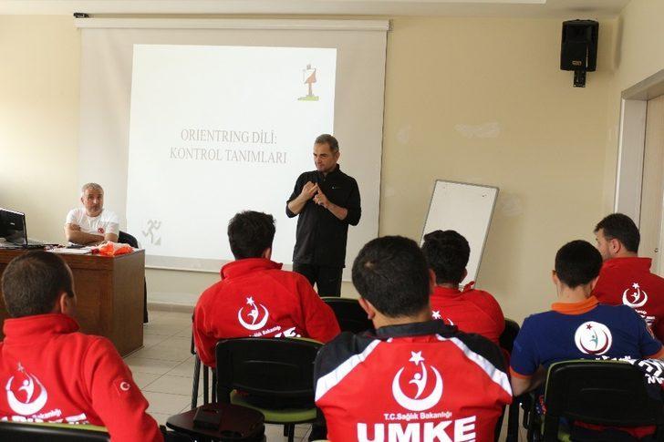 Rize'de UMKE personeline 'Oryantiring, harita ve pusula kullanımı' eğitimi