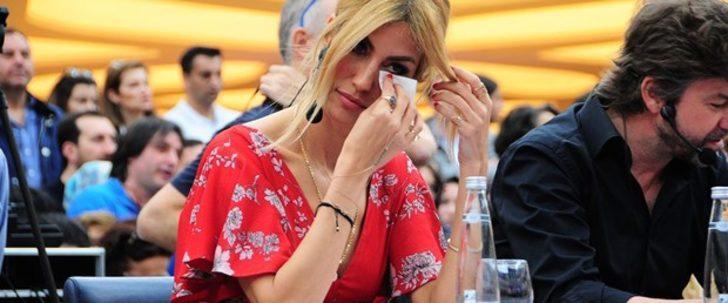 Çağla Şıkel güzellik sırrını anlatırken ağladı