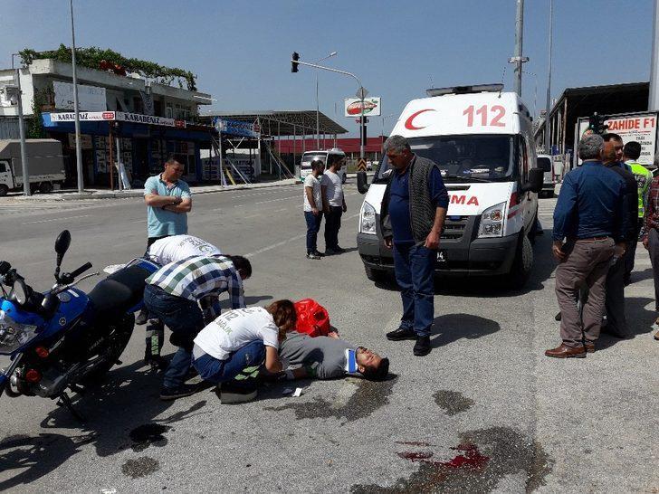 Antalya'da kamyonetle motosiklet çarpıştı: 2 yaralı