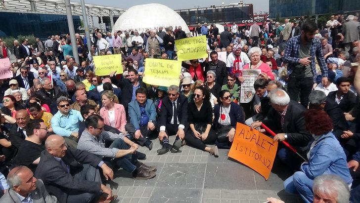 CHP'liler Bursa'da oturma eylemi yaptı