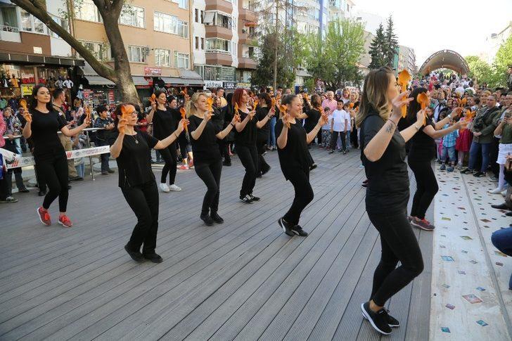 Hamamyolu'nda halk oyunları provası