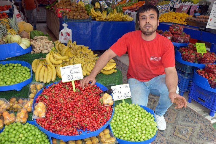 Manisa'da kirazın kilosu 30 lira