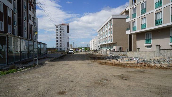 Yeni açılan sokaklar asfalta hazırlanıyor