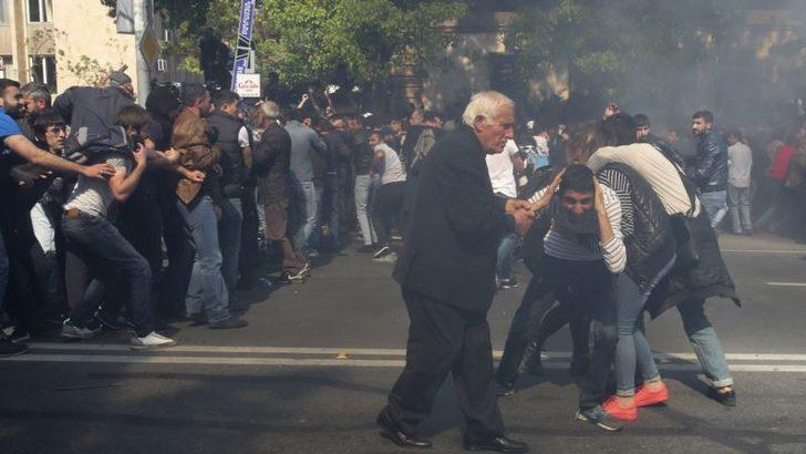 Ermenistan'da Gösterilere Polis Müdahalesi