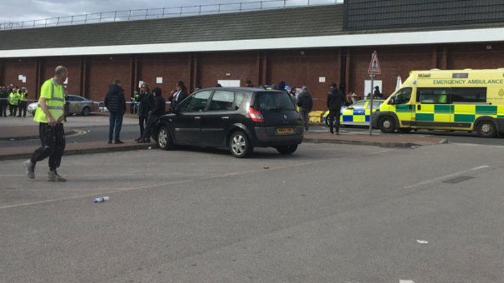 Manchester'da bir araç kalabalığa daldı! Yaralılar var