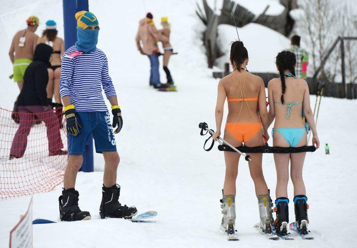 Kasabada çeşitli etkinlikler ve özellikle genç turistlerin ilgisini çeken festivallerin düzenlenmesi de bunun nedenlerinden biri olarak görülüyor. (Sputnik)