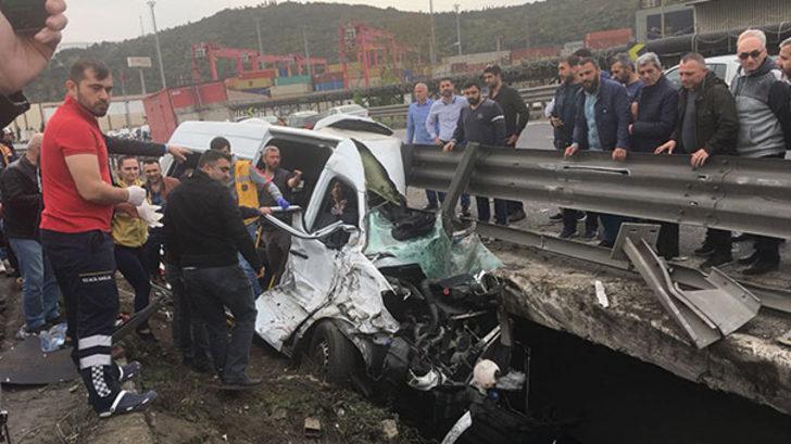 Son dakika! TEM'de feci kaza! İstanbul yönü trafiğe kapandı