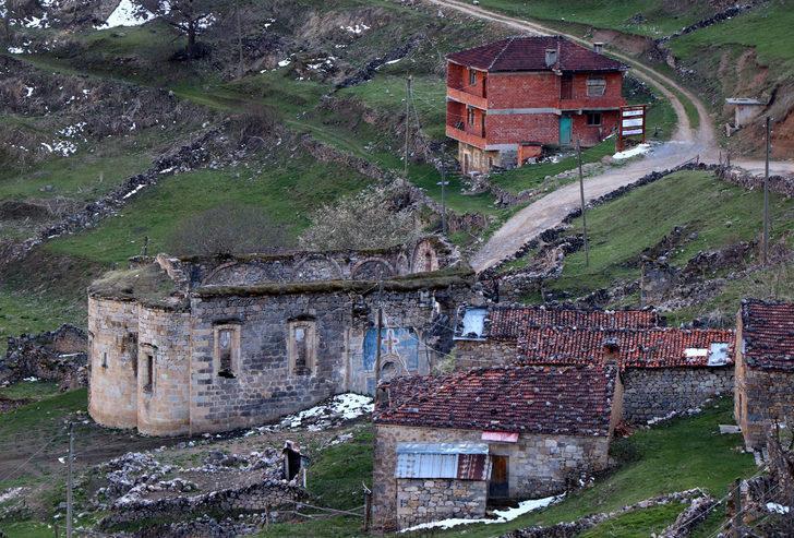 Arkeolojik doğal sit alanıSanta Harabeleri'ne tuğla bina