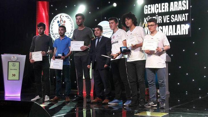 Afyonkarahisar Gençlik Merkezi bilgi yarışmasında bölge birincisi oldu