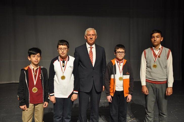 İl Milli Eğitim Müdürü Elmalı Matematik Yarışması Ödül Törenine Katıldı