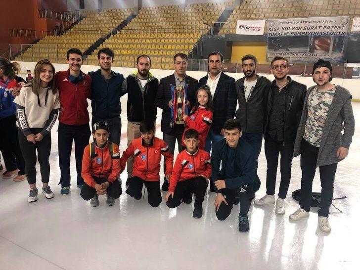 Palandöken Belediyesi short track sporcuları Türkiye'de bir numara