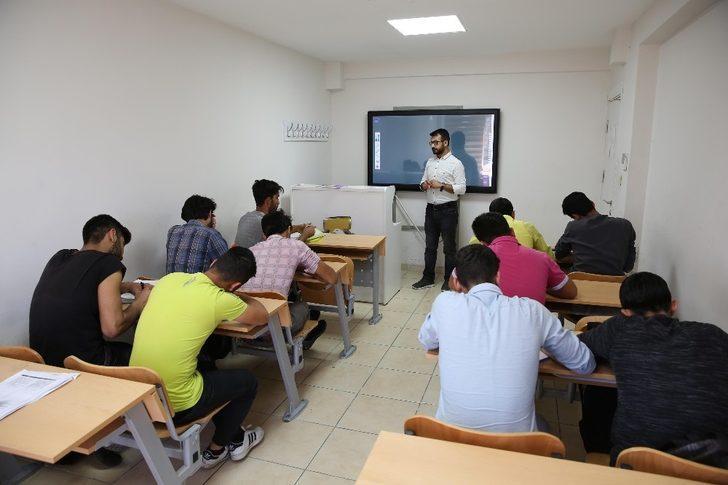 Gençler geleceğe Haliliye Belediyesi ile hazırlanıyorlar