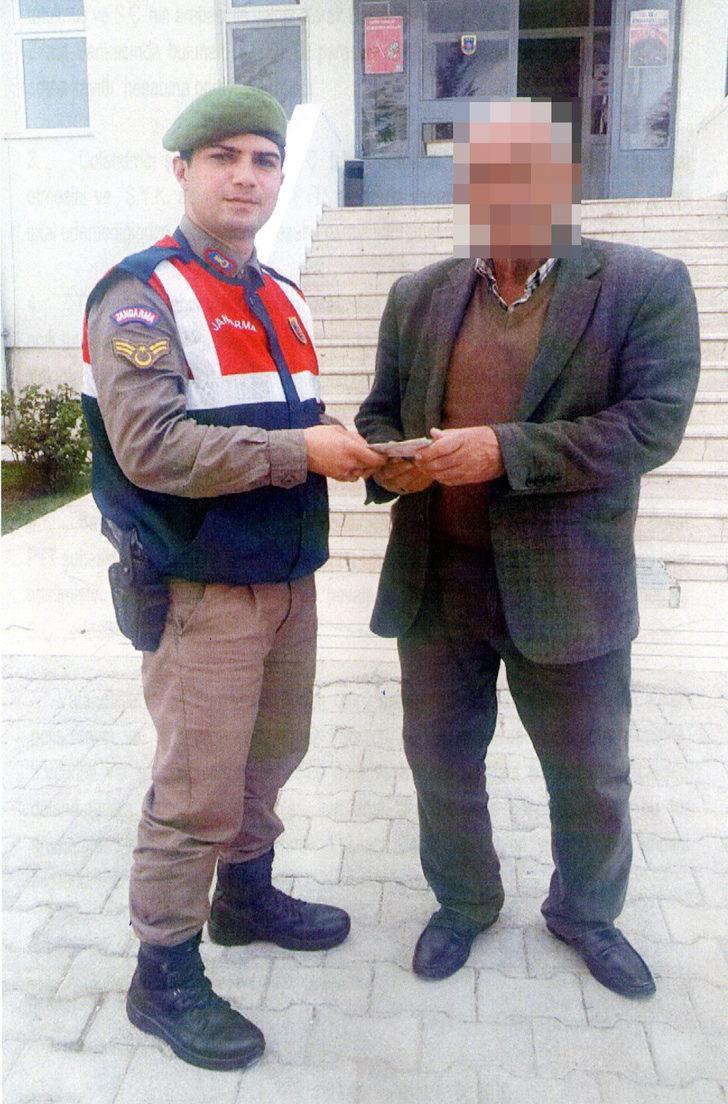 Jandarma sayesinde dolandırılmaktan son anda kurtuldu