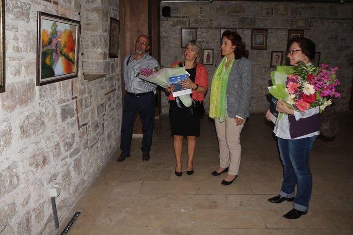 Efes Art, Kuşadası'nda resim sergisi açtı