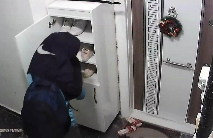 Öğrenci kıyafetli hırsız kameralara yakalandı