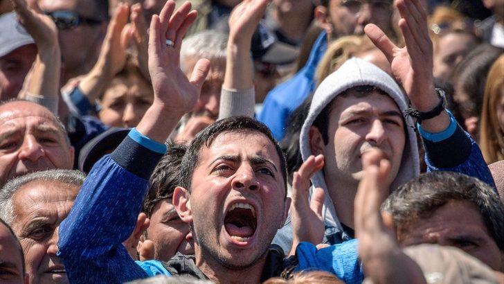 Ermenistan'da muhalifler 10 yıldır iktidarda olan Sarkisyan'a karşı sokaklarda: 'Kadife devrim başladı'