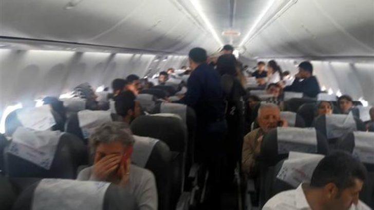 Uçakta gergin dakikalar! Yolcular polis çağrılarak indirildi!