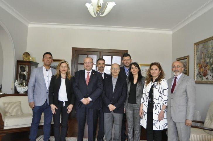 CHP'lilerden 10. Cumhurbaşkanı Sezer'e ziyaret