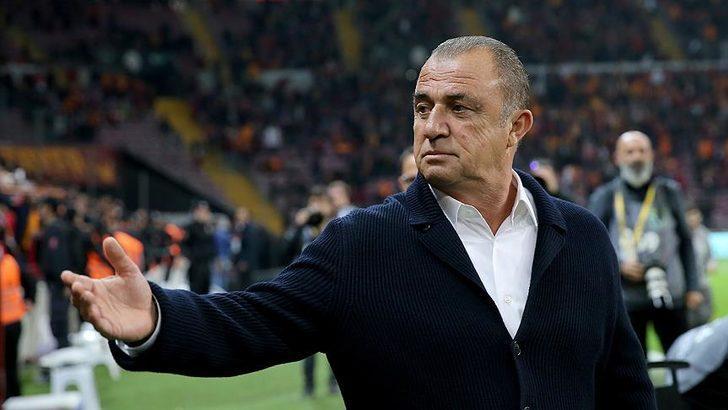 Akhisar önünde yaşanan kupa şoku sonrası kemerleri iyice sıkan teknik direktör Fatih Terim futbolcularıyla toplantı yaptı.