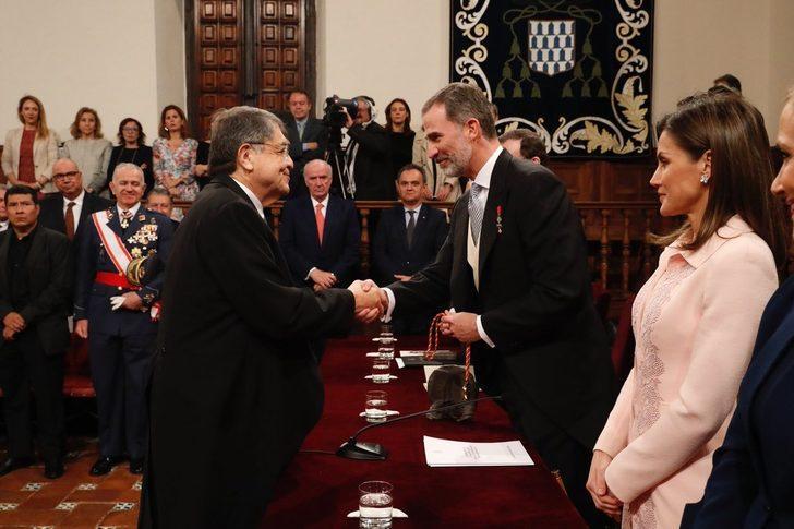 Resultado de imagen para Primer centroamericano en recibir el Premio Cervantes, el nicaragüense Sergio Ramírez
