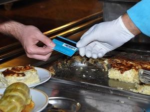 Türkiye'nin ilk yerli yemek kartı için imzalar atıldı