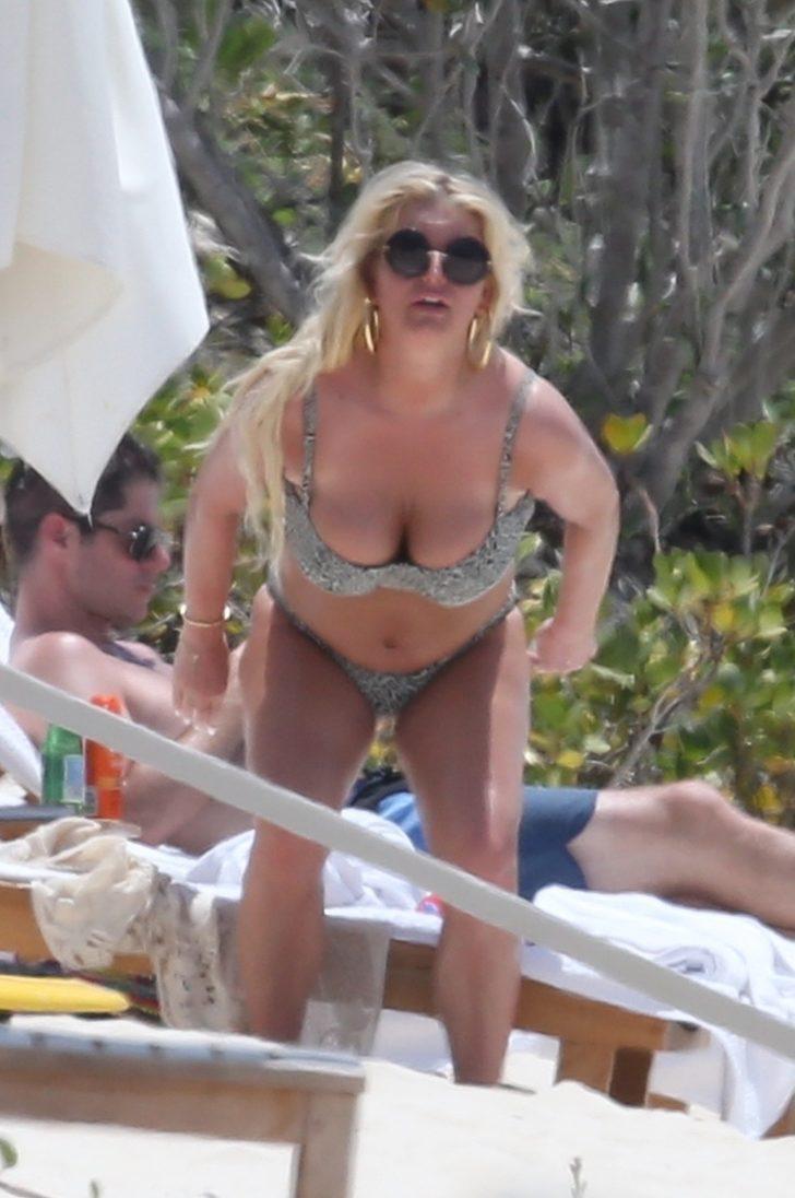 Jessica Simpson Bikini Pics (17 Hot & Sexy Cleavage Pictures)