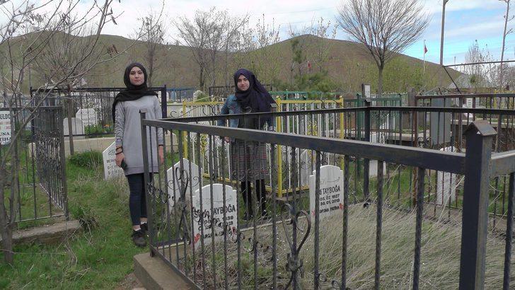Renkli mezarlıklı köy