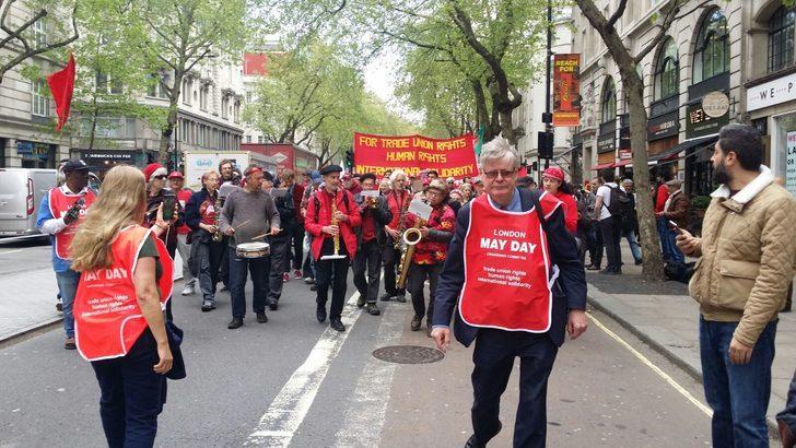 Birleşik Krallık'ta işçiler kemer sıkma politikalarını protesto ediyor