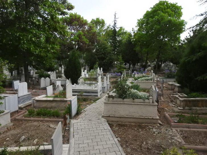 Mezarlıkta 4 gecedir görülen kız, polis tarafından aranıyor