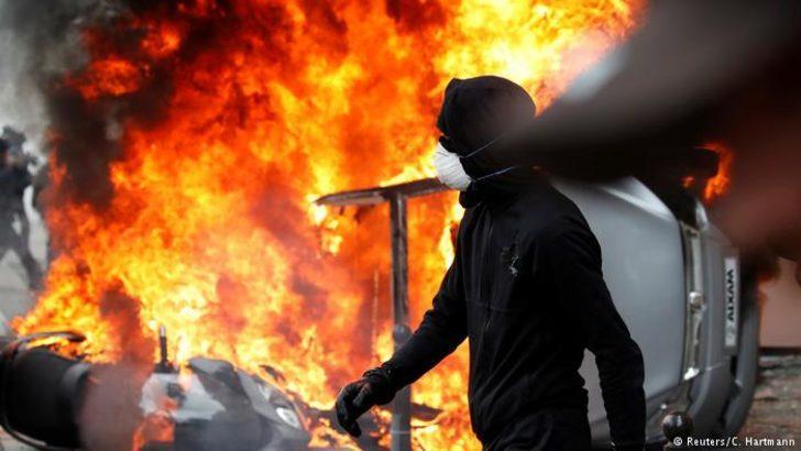 Paris'teki 1 Mayıs gösterilerine şiddet karıştı