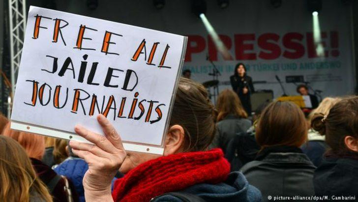 Türk hükümetine cezaevindeki gazeteciler için çağrı