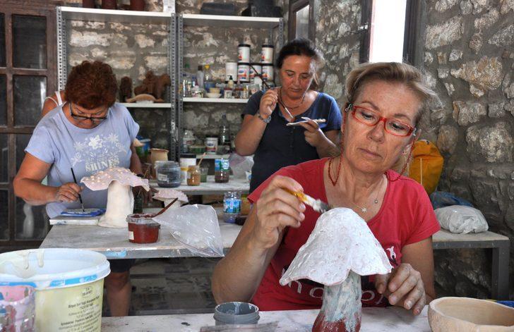 Bodrumlu sanatçılar Datça'da seramikten mantar yapıyor