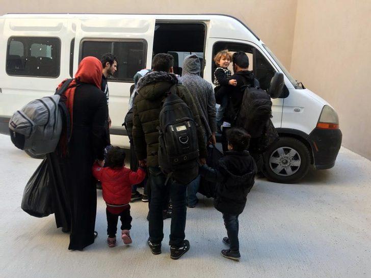 Kuşadası'nda 18 kaçak ile 1 organizatör yakalandı