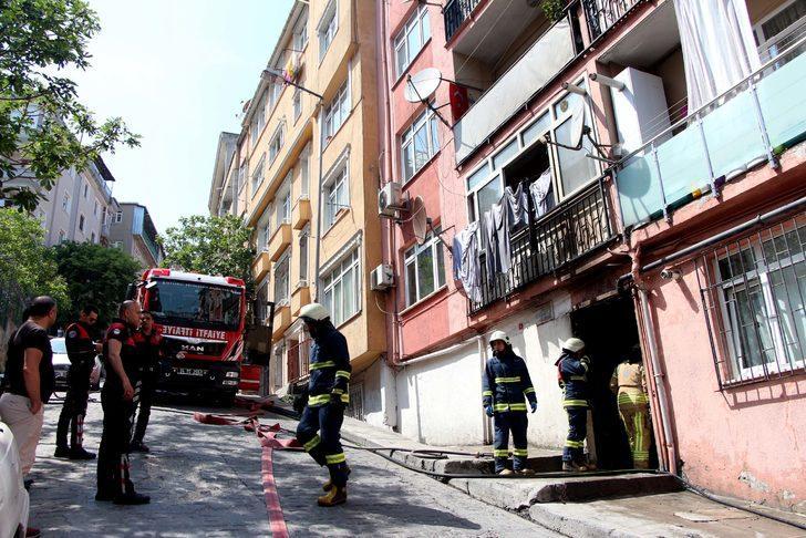 Beyoğlu'nda elektrik trafosu patladı vatandaşlar büyük panik yaşadı