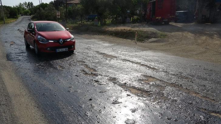 Edremit-Yenice karayolunda sıcak nedeniyle asfalt eridi
