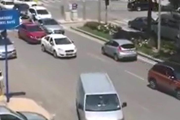 Ters yönde ilerleyen otomobil trafiği tehlikeye düşürdü