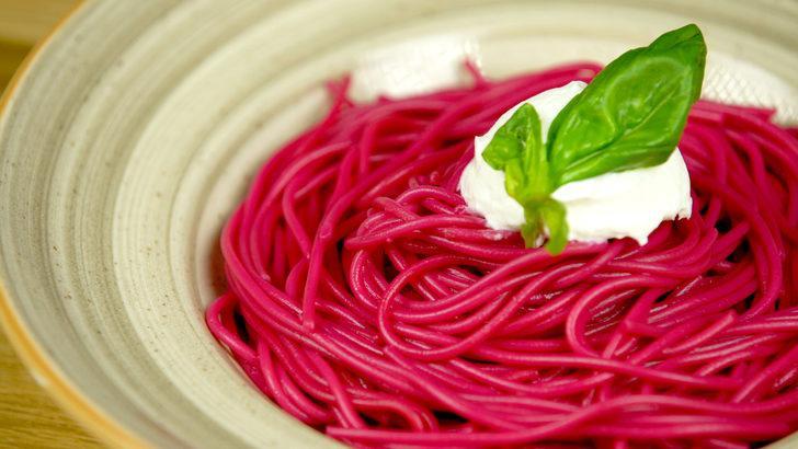 Rengi kendisinden: Pancar soslu makarna tarifi