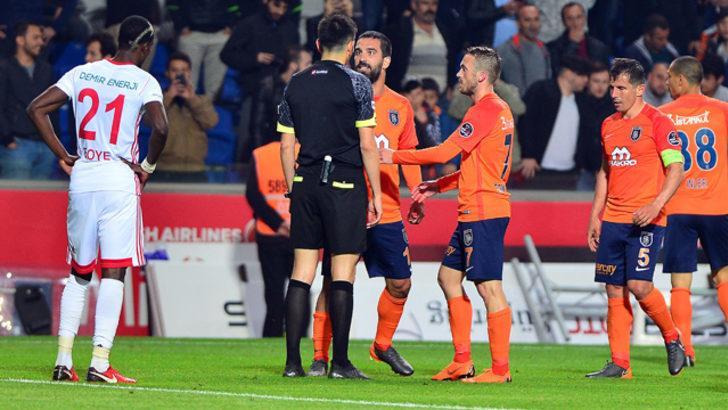 TFF'nin saygınlığını zedeleyen ya da futbolun değerini düşüren futbolculara 3 ila 6 müsabakadan men cezasını ön görüyor.