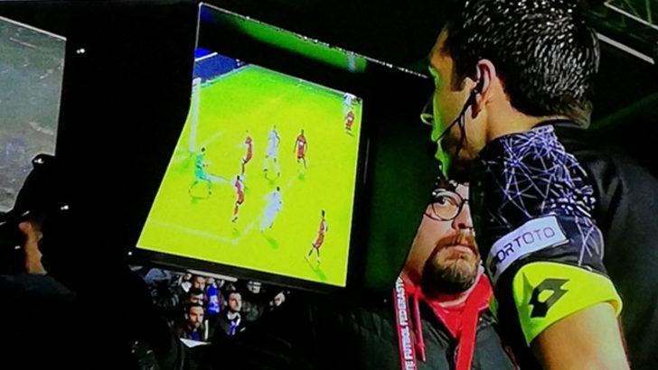 Büyükşehir Belediye Erzurumspor - Ümraniyespor maçında VAR ile penaltı verildi