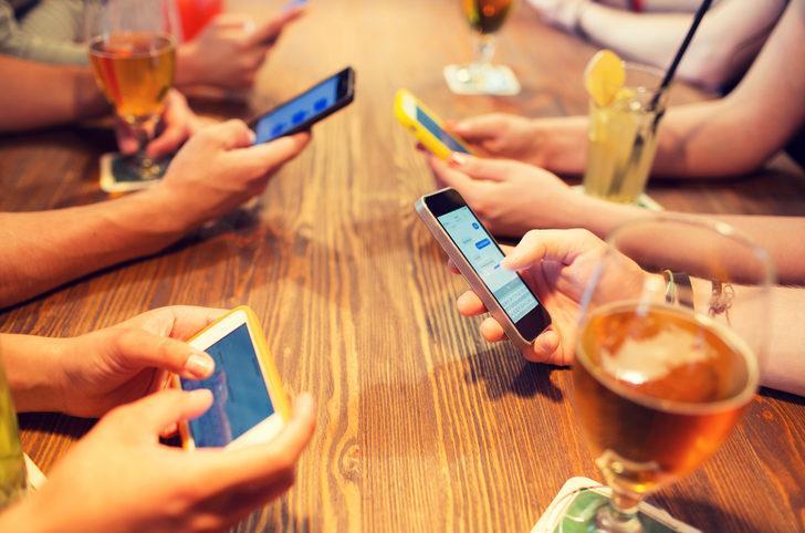 Aile üyelerinin siber dünyada güvenle sohbet etmesi için 10 tavsiye